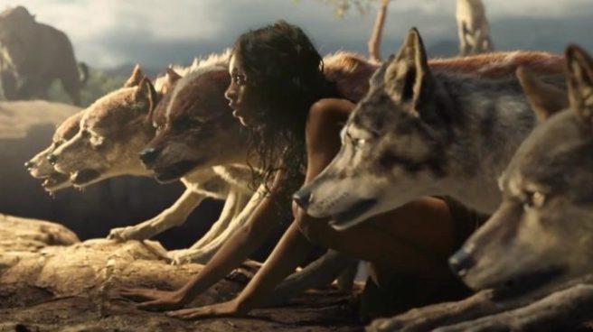 Mowgli corriendo con lobos